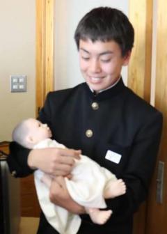 助産師 赤ちゃん抱く.jpg