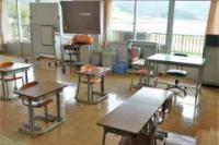 教室からは、十六島湾の向こうに鰐淵の町が見えます。